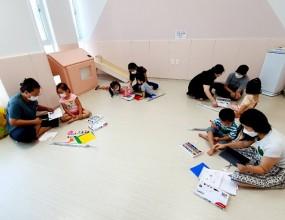 8월 18일 경남육아종합지원센터 선생님들과 함께한 클로버 부모-자녀 체험활동 `배려우산` 체험활동 사진 입니다. 유아 5세~7세 친구들과 부모님과 함께한 즐거운 시간이였습니다.   다음번 체험활동에도 많은 관심과 참여 부탁드립니다.
